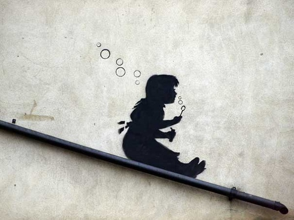 banksy-graffiti-street-art-sliding-girl