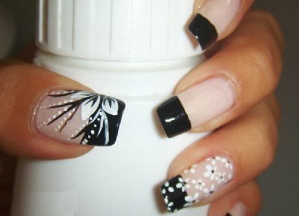 Black and White Nail Art 20