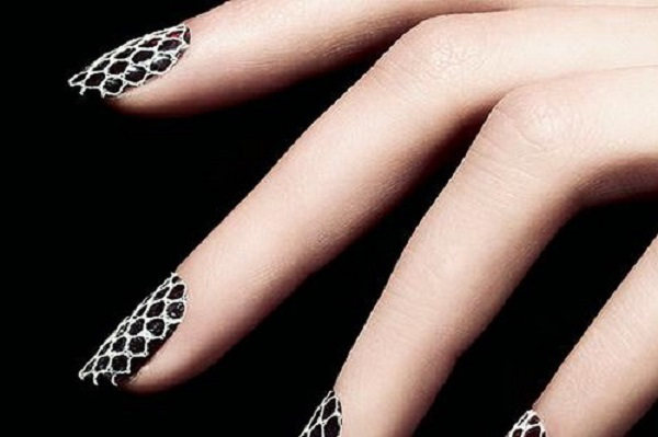 Black and White Nail Art 22