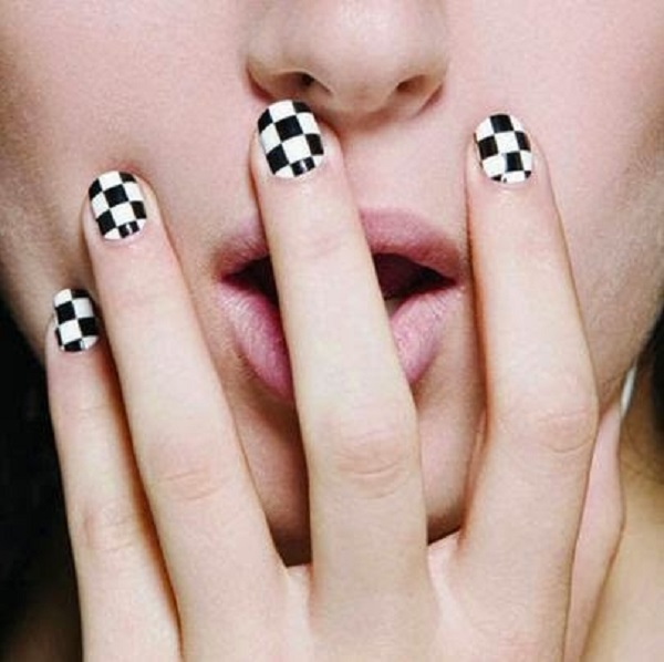 Black and White Nail Art 25