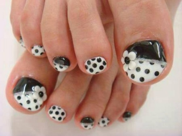 Black and White Nail Art 27