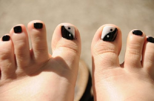 Black and White Nail Art 31