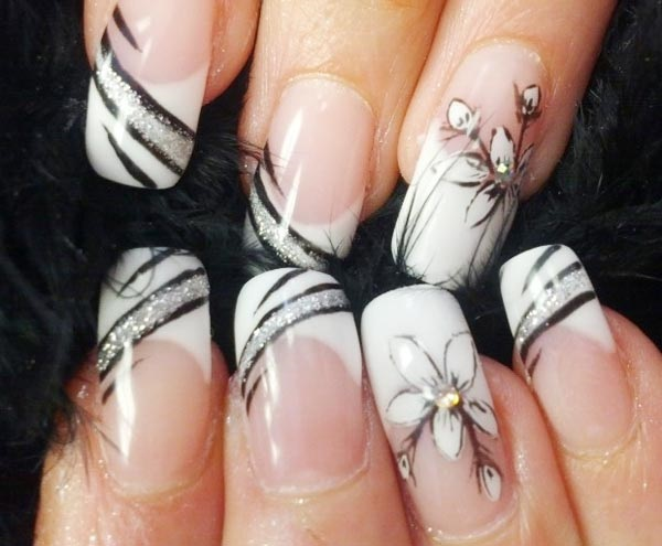 Black and White Nail Art 32