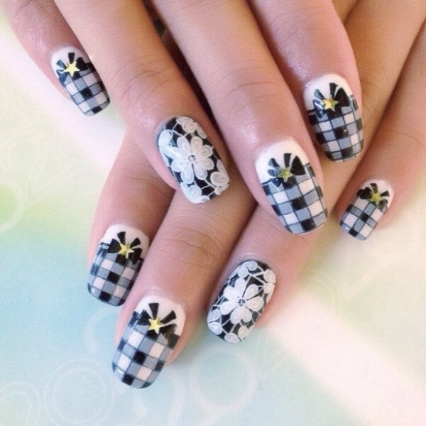 Black ans white gingham nails with bows and daisy flowers