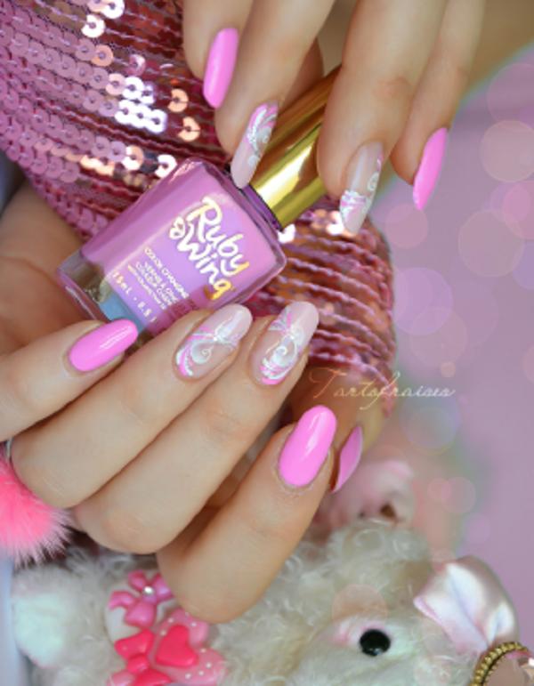 pink  nail art 29