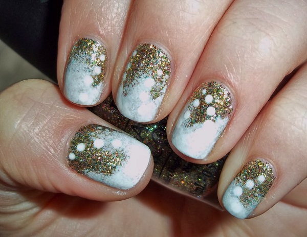gold and white themed christmas nail art bring in the white and gold colors - White Christmas Nails