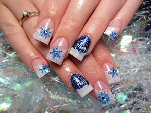 perfect in white and blue combination celebrate a blue christmas with this nail art design - Blue Christmas Nails