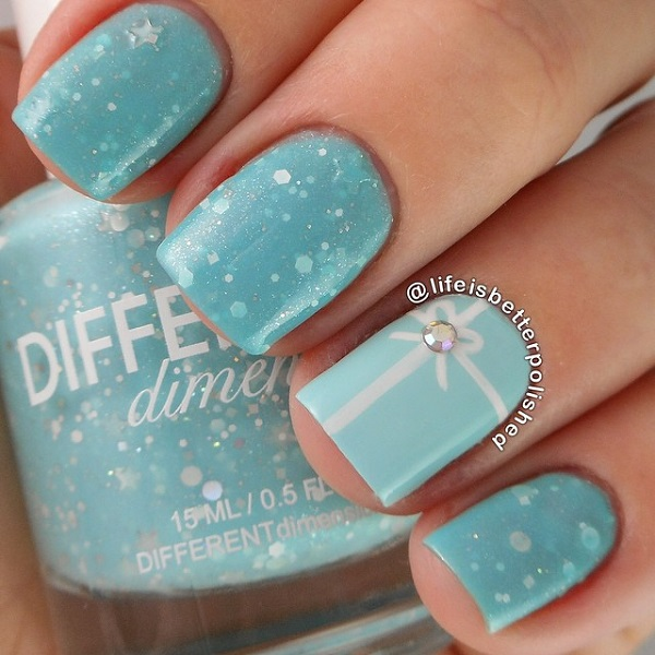 if you want to go soft and subtle this christmas then this blue themed christmas nail