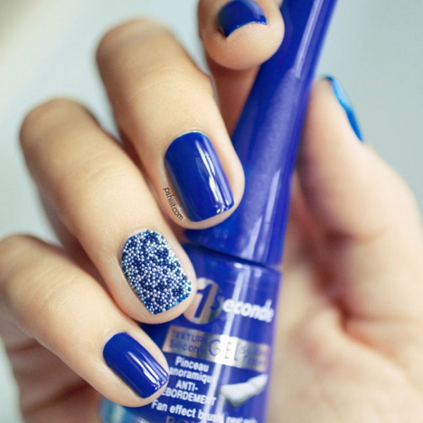 Cute looking dark blue nail art design. The blues are joined by a special  nail - 30 DARK BLUE NAIL ART DESIGNS - Nenuno Creative