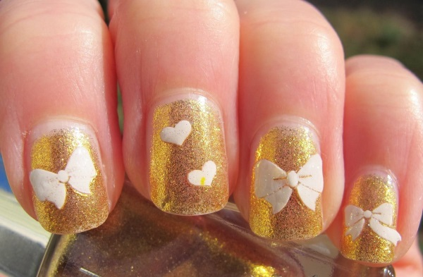 White And Gold Nail Design 17