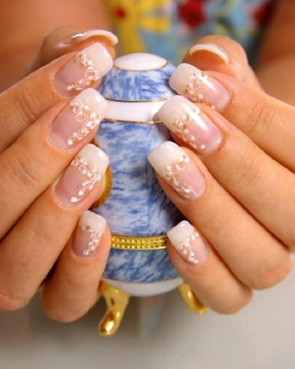White And Gold Nail Design 30
