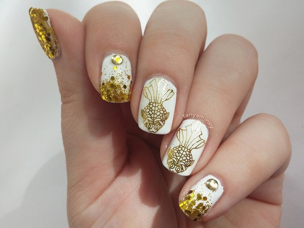 White And Gold Nail Design 31