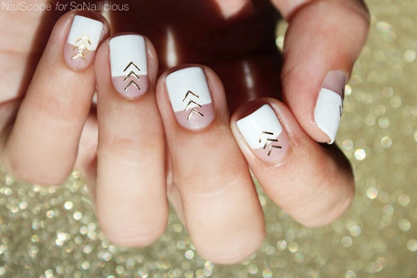 White And Gold Nail Design 33