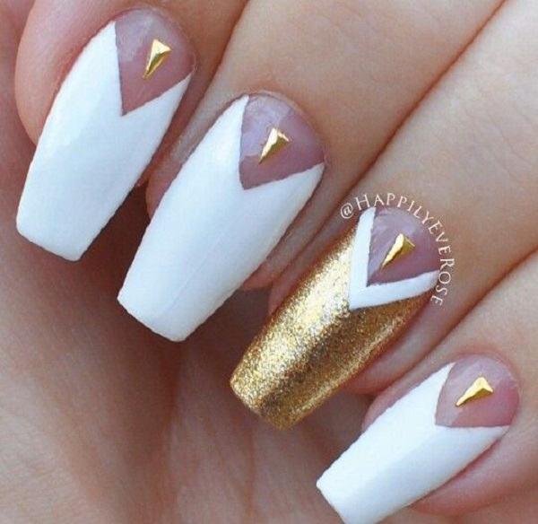 White And Gold Nail Design 34