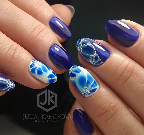 Bluish Accent.  Ця біла реклама різних відтінків синього кольору дійсно ідеальна для весни, тому що вона має всі кольори та візерунки, які можуть відповідати тему весни.