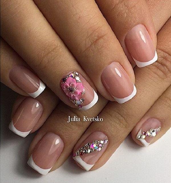 Girly Girl Spring Nail Art Design з стразами.  Вишийте свої нігті цим рожевим квітковим французьким цвяхам, а також стразами діагональним малюнком.