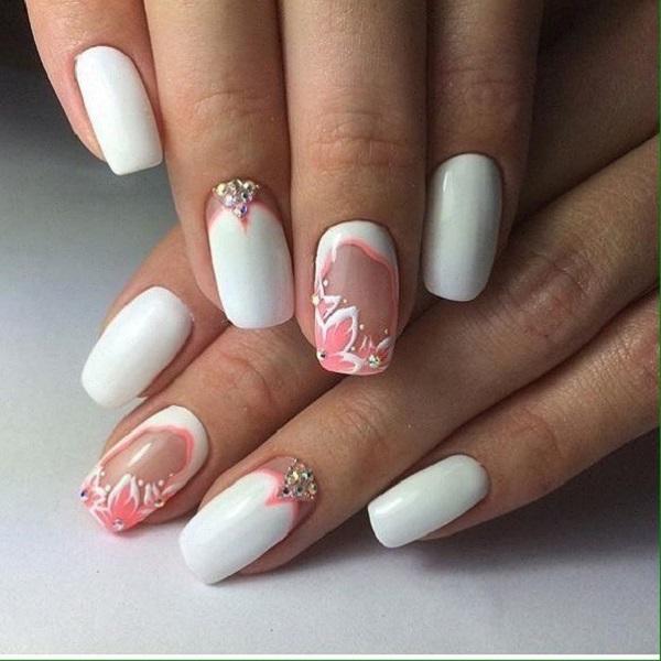 Спріску.  Ну, цей дизайн нігтів, безумовно, варто розглянути, якщо ви знаєте, що означає простота та елегантність.