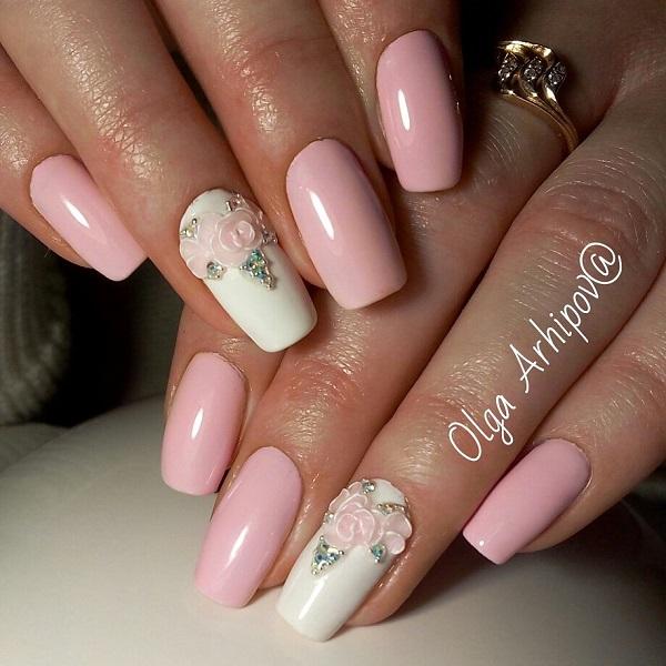 Висічені квіти з стразами.  Інший весняний дизайн з тиснутими квітами та стразами в списку.  Поєднання ню з рожевого кольору з білим просто прекрасно для весняного сезону.
