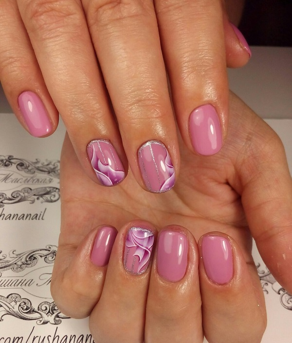 3D лента для нігтів.  Додайте відчуття свят у вашій нігті за допомогою 3D-дизайну нігтів.  Просто прикрасьте свої нігті в рожево-кольорові глянсові фарби для нігтів і вирізьбі 3D-вигляд стрічки з налаштуванням сріблястого блиску з усіма.