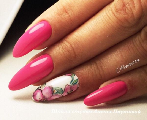 Дизайн художнього дизайну нігтів.  Весняне мистецтво нігтів неповне з квітами.  Тож давайте прикрасимо наші сміливі рожеві цвяхи з квітами, глибокими деталями і красивими на погляд.