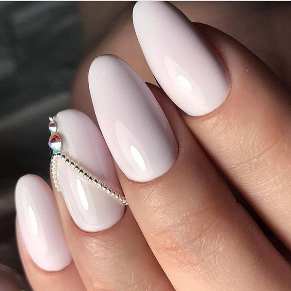 60 white nail art designs nenuno creative the glossy white nails keep your look simple with this white glossy nails and a prinsesfo Choice Image
