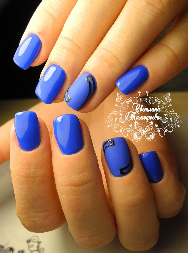 Fashionable Blue Themed Nail Art Design this